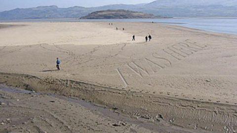 Надпись на песке