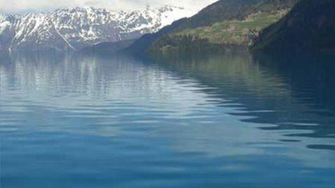 Создаём водную поверхность